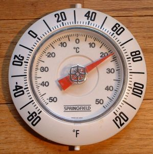 597px-Raumthermometer_Fahrenheit+Celsius